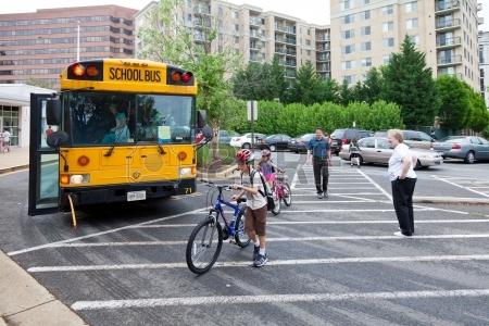 13651627-may-9-2012--arlington-virginia-usa--national-bike-to-school-day-key-school-escuela-key-cr